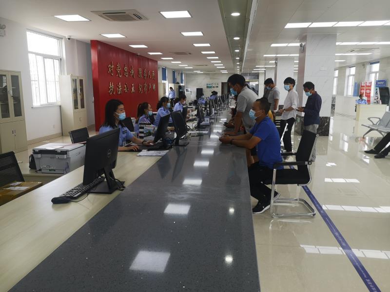 """灌云县交警大队车管所:""""一次叫号""""办结业务、""""一站式审验""""随学随考"""