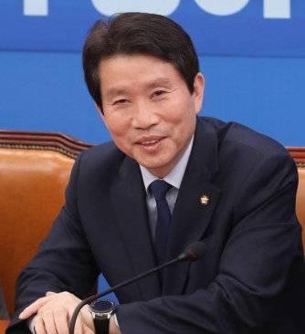 文在寅提名韩国国家安保班底三大要职人选
