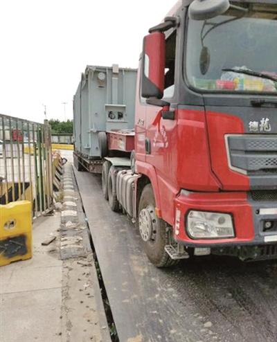 南京交警严查超限超载大货车 已有人被拘