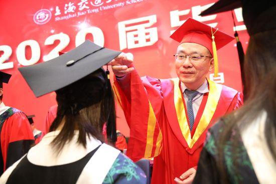 上海交通大学医学院2020届毕业典礼隆重举行  243名学生从仁济临床医学院毕业