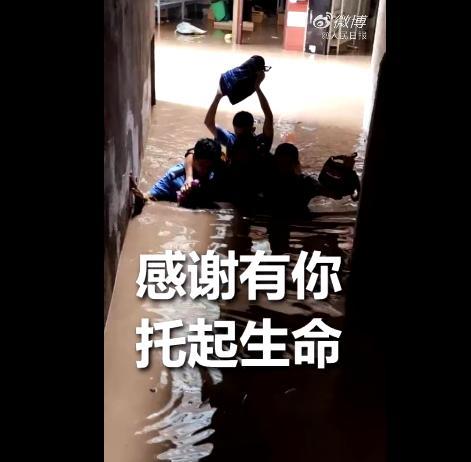 """母子平安!云南一产妇洪水中在轮胎上成功分娩,给孩子取名""""水生"""""""