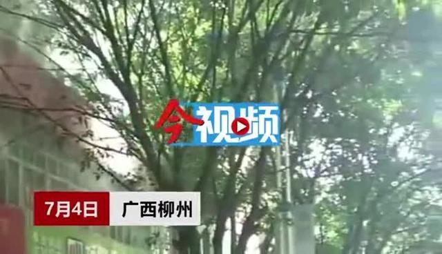 柳州一纺织品仓库失火,放有毛巾、袜子等易燃品!10辆消防车紧急救援