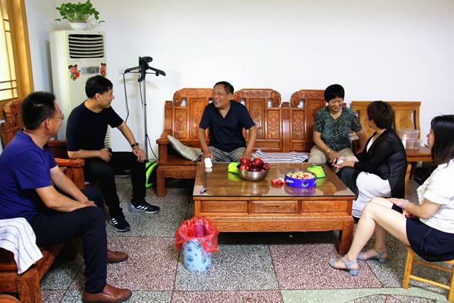 鲁山县应急管理局:走访慰问老党员 重温党的光辉历程