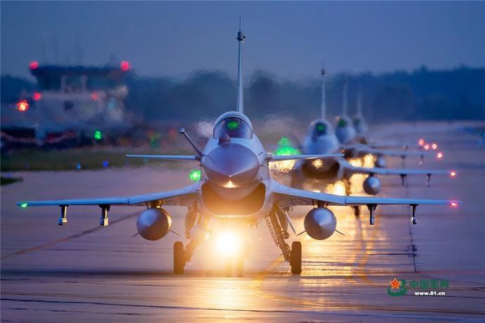 北部战区空军航空兵某旅机群升空作战训练