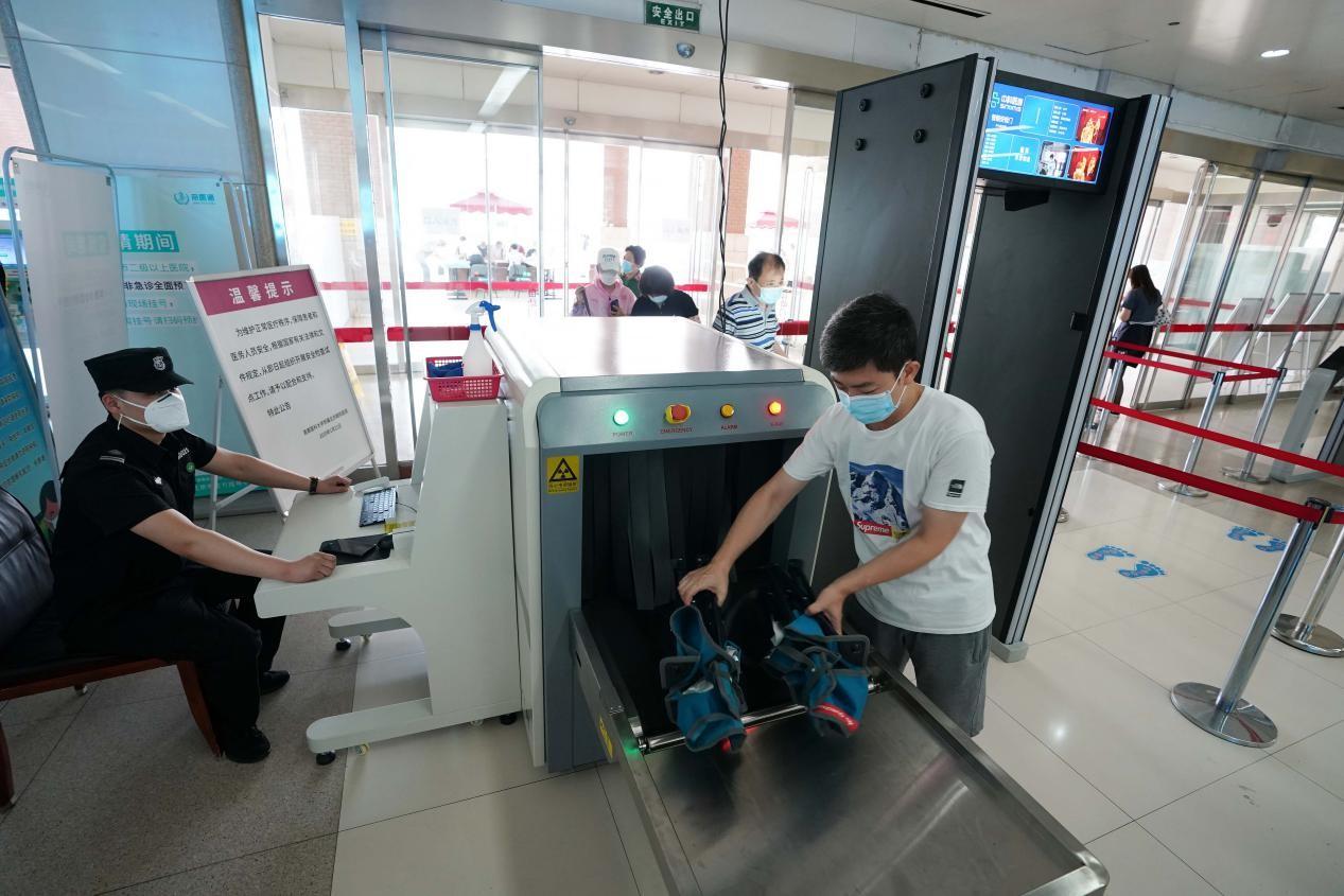 北京医院安检新规实施:多家医院未实行,民航总医院未见安检设备
