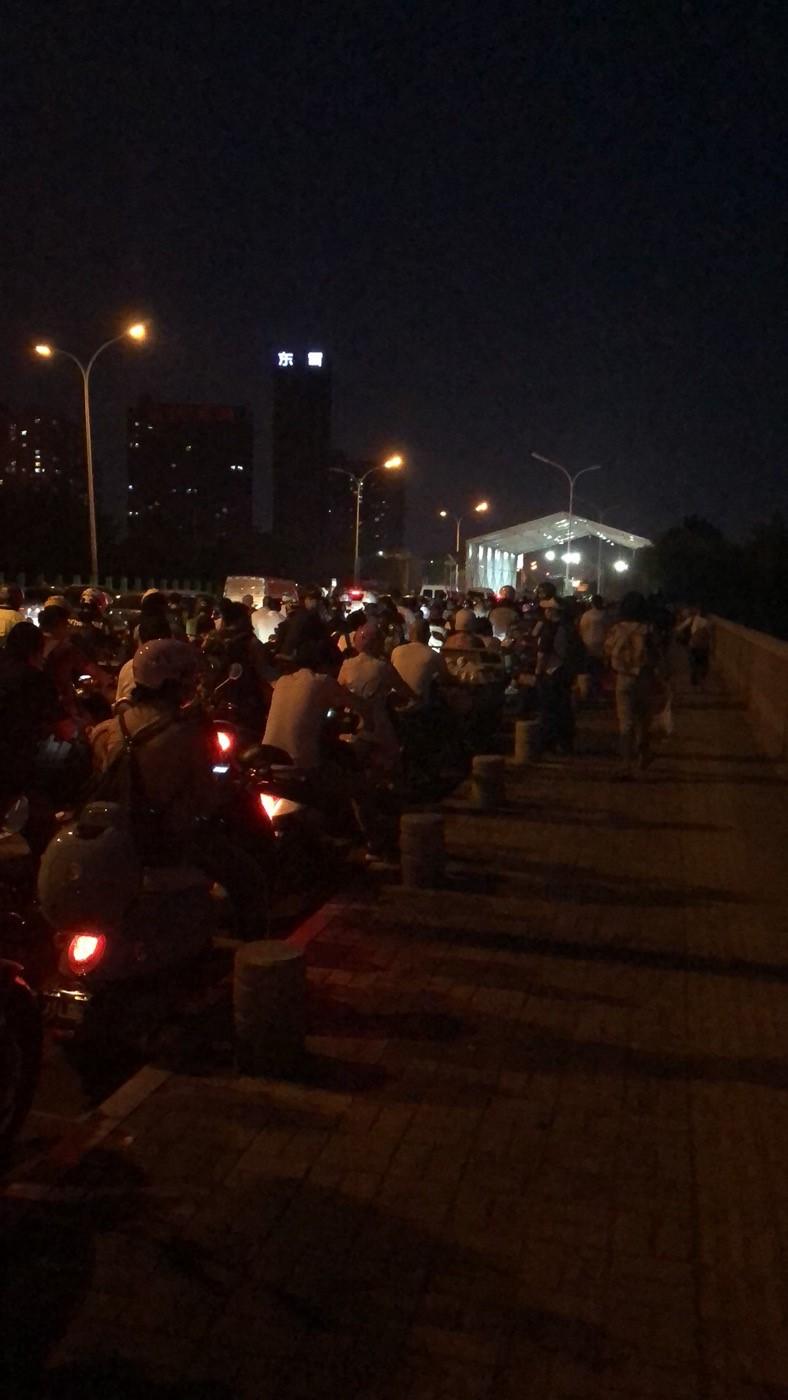 疫情下北京与燕郊通勤族:每天在检测点一排队两个小时