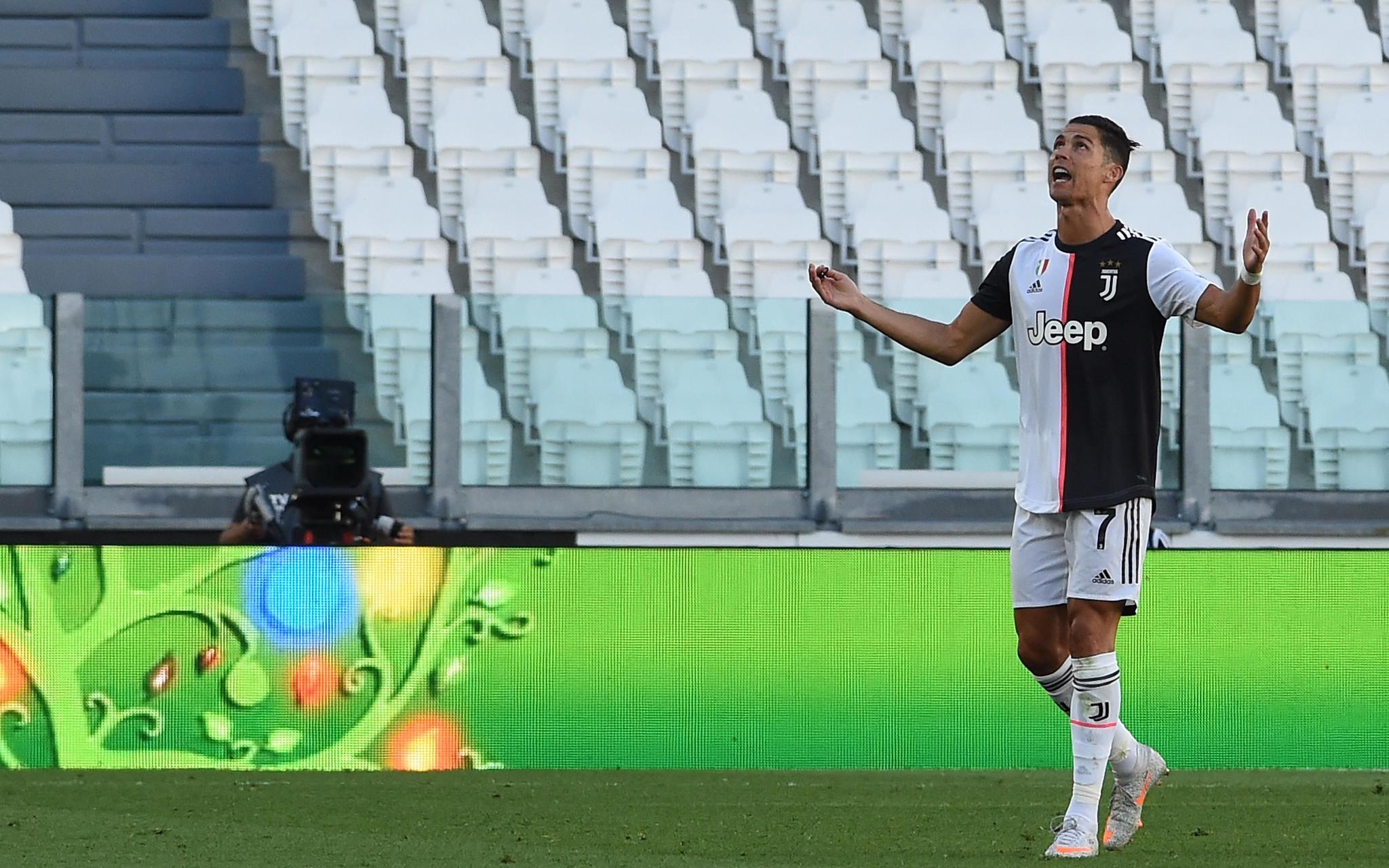 C罗直接任意球破门,赛季各项赛事进球29粒图片
