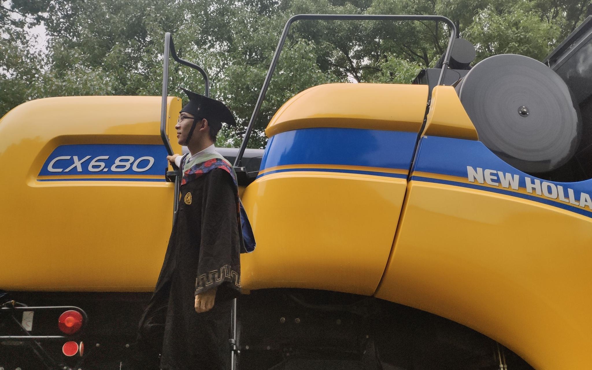【杏悦】业学子特殊杏悦的毕业季有硕士生回家种地创业图片