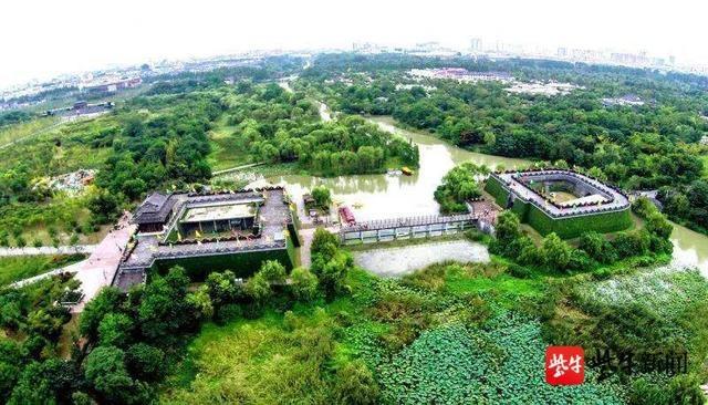 """园艺与植物保护专业大学生施展一技之长,扬州城市公园百名""""青年卫士""""上岗"""