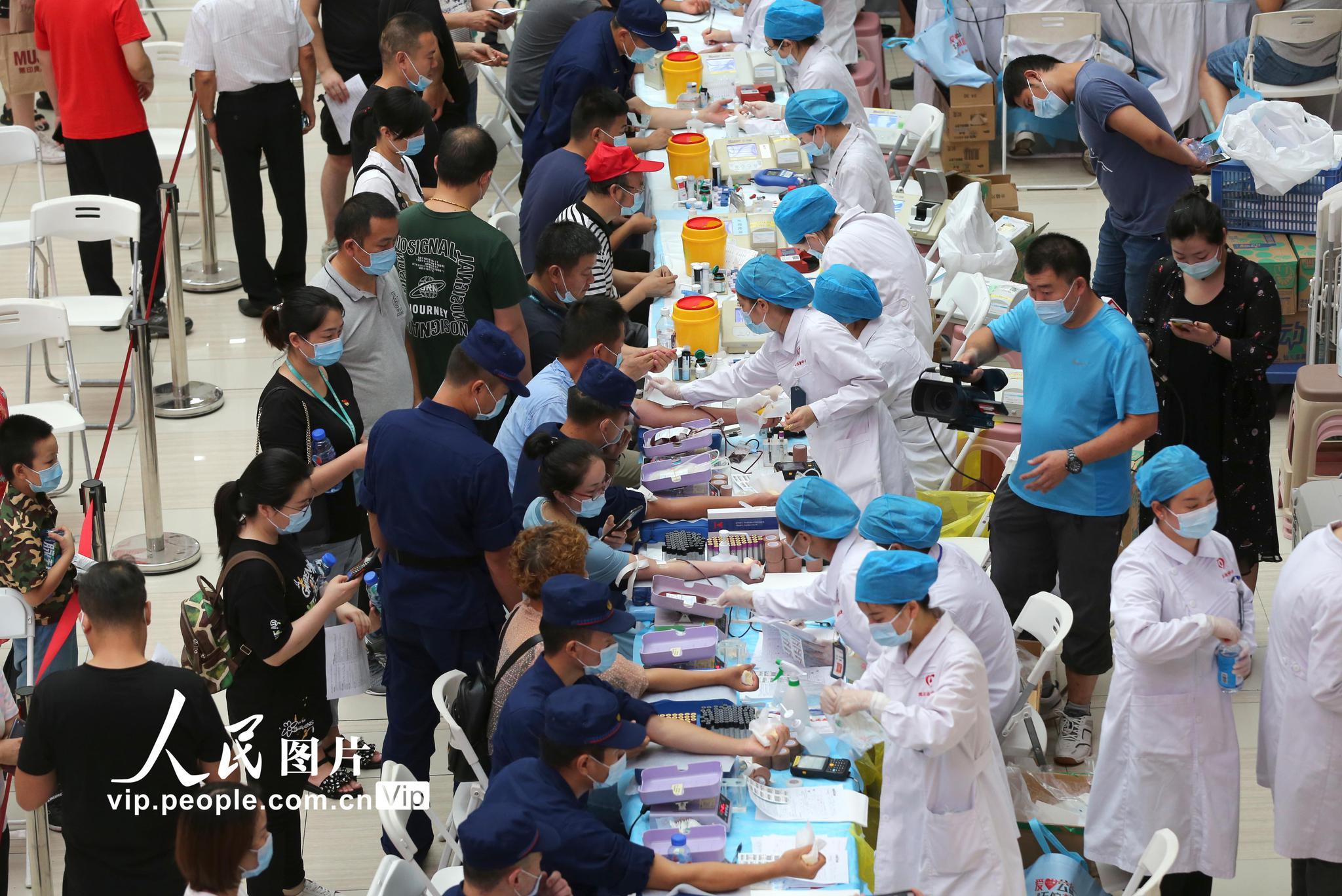 500人献血致敬武汉