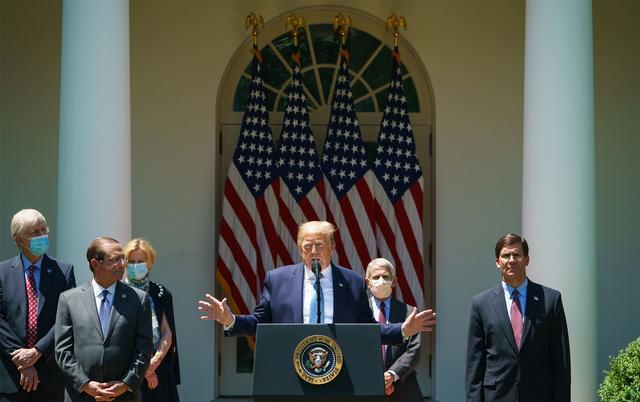 白宫将要求民众忍受新冠病毒