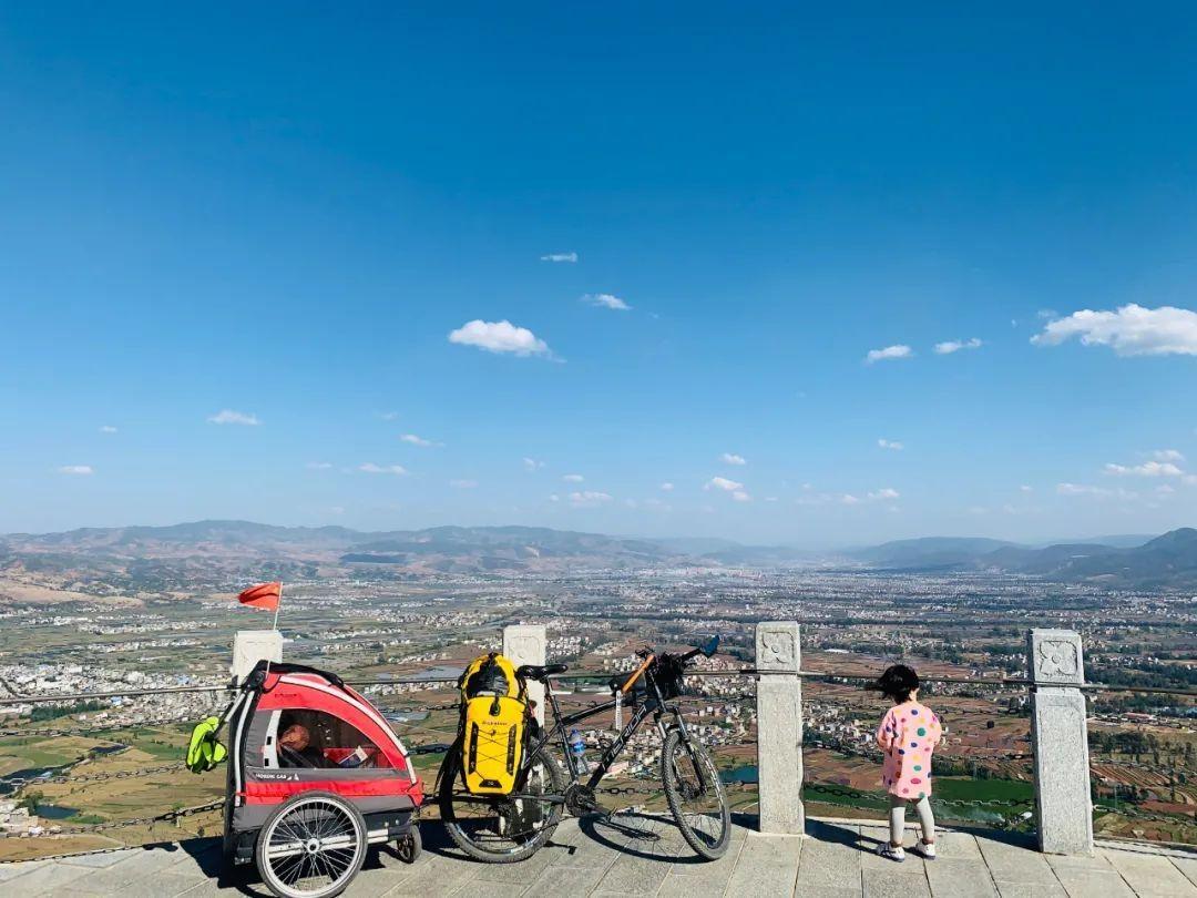 71天,4139公里!90后奶爸带着4岁女儿骑行去拉萨,父女俩的这段旅程网友直呼羡慕