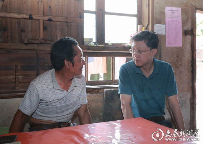 刘非带头赴新化曹家镇开展进村入户走访:进一步巩固脱贫攻坚问题整改成效