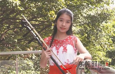 东莞姑娘从小爱唱粤剧 未来想当