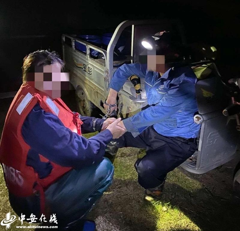 严打非法捕捞 马鞍山水警当场抓获非法使用地笼捕鱼嫌疑人