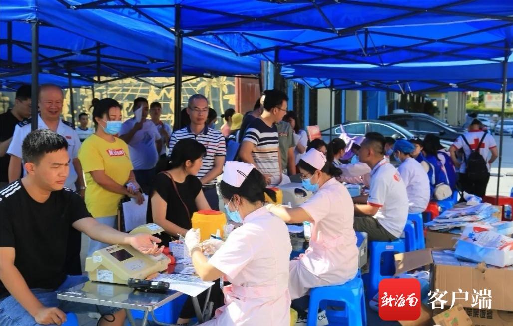 庆祝建党99周年 琼中党员干部踊跃献血