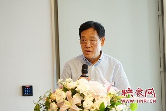 在上海展出的20多件庐山花卉瓷器 平顶山学院梅应邀出席了开幕式