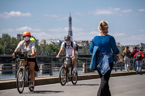 """欧洲掀起自行车""""绿潮"""",两个月就卖出了去年一整年的销量"""