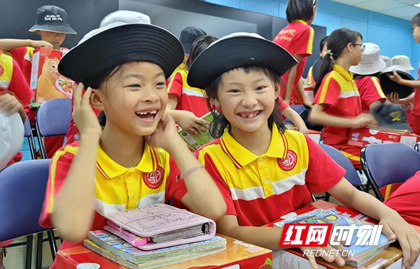 湖南省民政厅相关领导前往祁东启航学校 慰问看望留守儿童合唱团