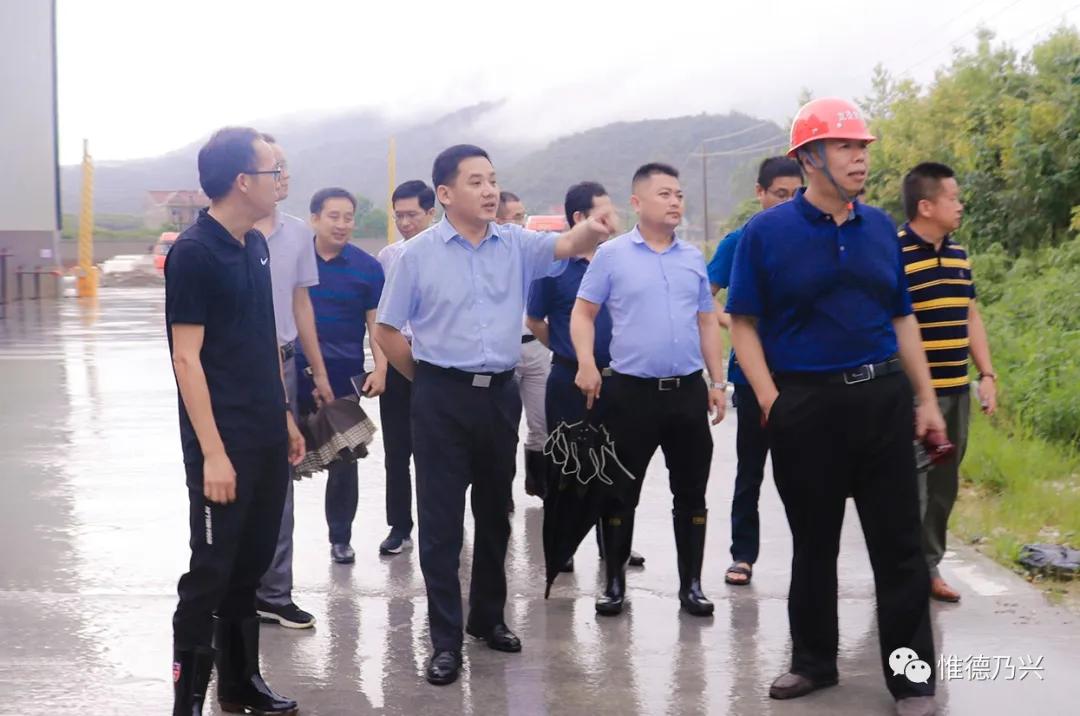 郭峰实地调研德兴市钙粉产业发展情况