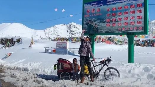 """单亲爸爸带4岁女儿骑行去拉萨:一场属于成人的""""治愈"""""""