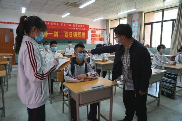 【合乐官网】战高考许多考合乐官网生想报考医图片