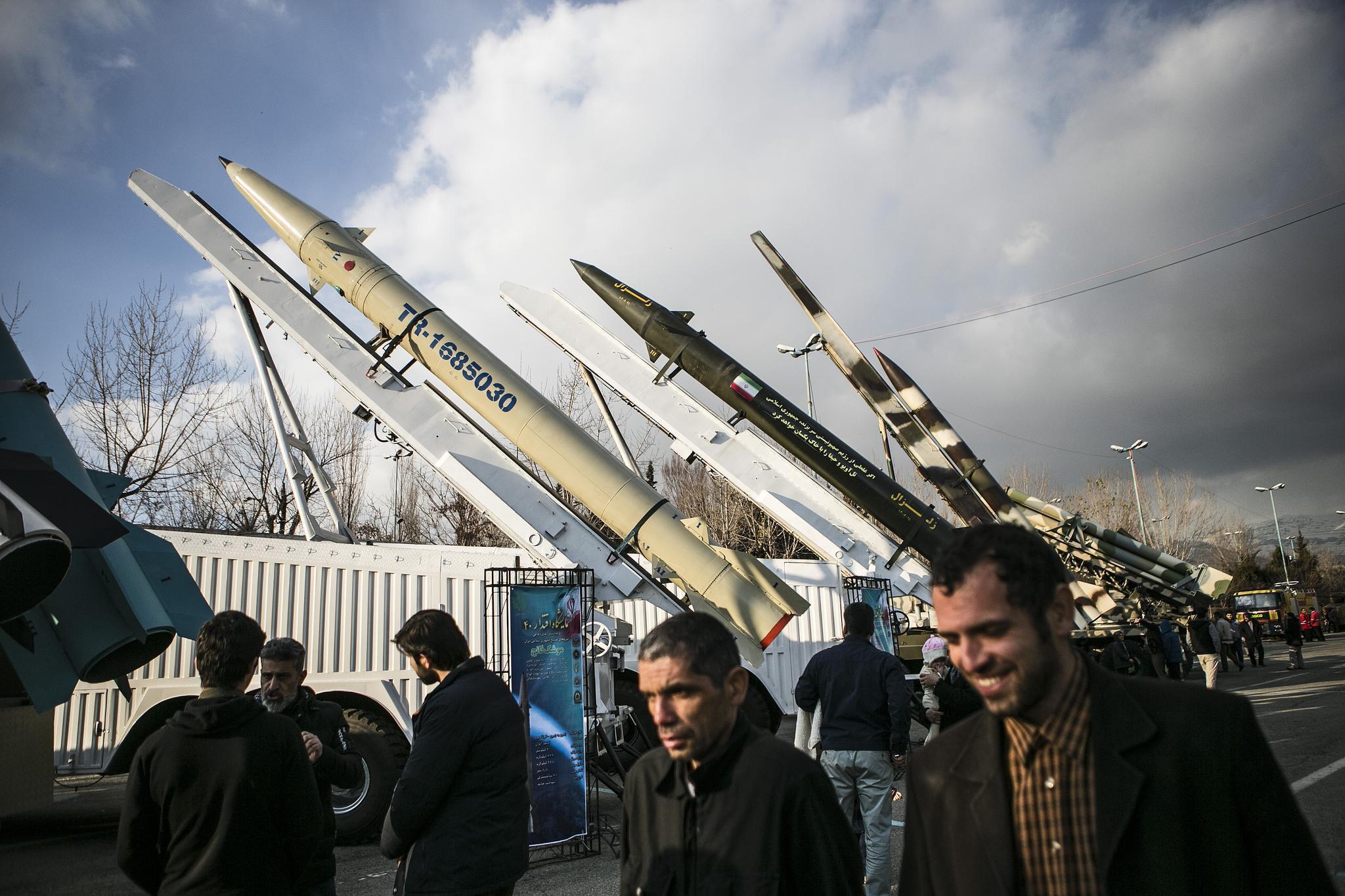 """伊朗称在南部海岸建立多个""""导弹城"""""""