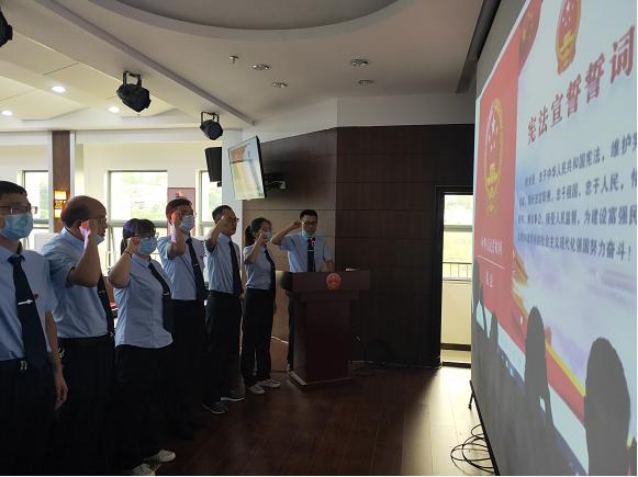湖北建始:县司法局举行新晋升干部职工宪法宣誓仪式