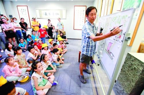 """""""我在漓江""""艺术馆亲子艺术游让孩子在山水间学文明"""