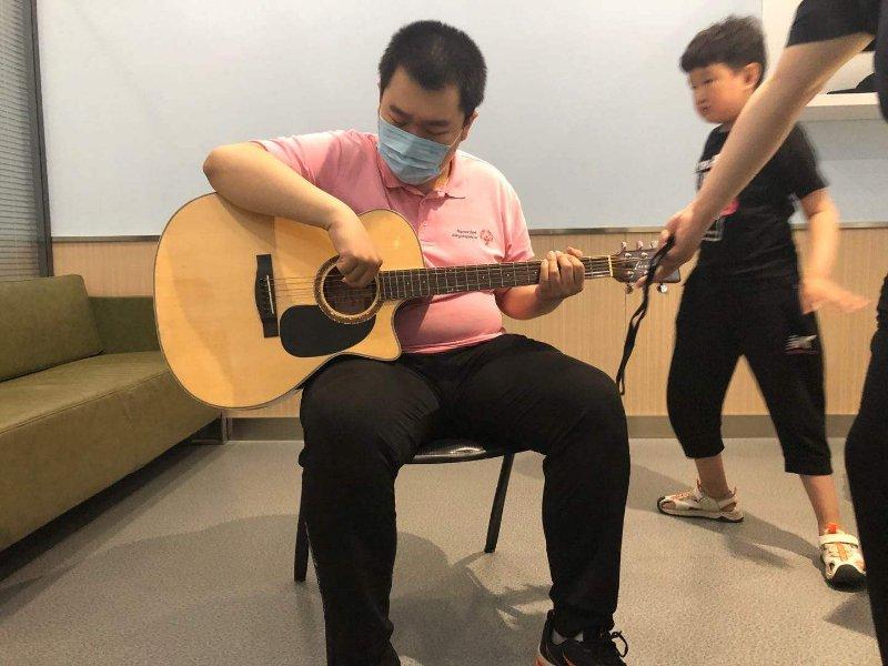 心智障碍孩子的吉他培训班开课啦!15名儿童成首批学员