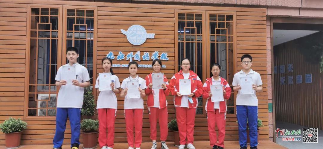 九江外国语学校学生作品获第35届江西省青少年科技创新大赛科学幻想画一等奖(图)