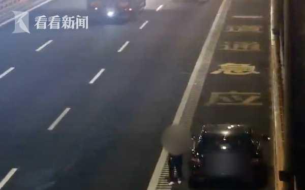 男子醉驾上高速燃油耗尽半路抛锚了 成功引起警方注意…