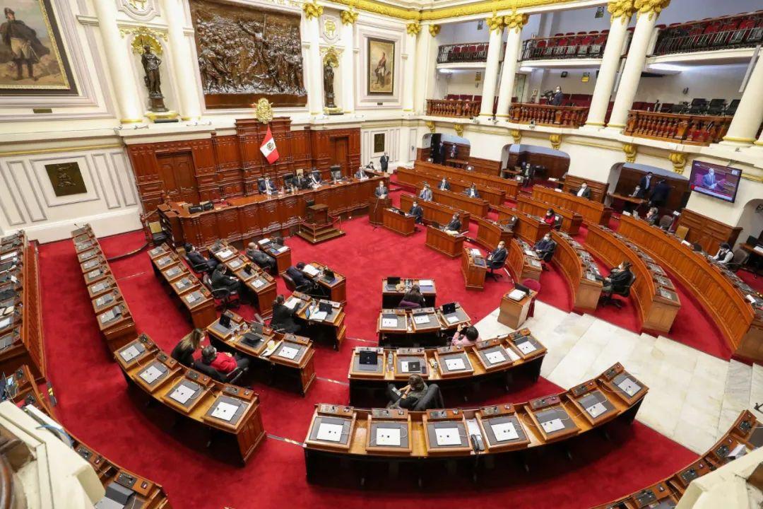 秘鲁国会投票通过批准重新考虑取消国会议员的豁免权