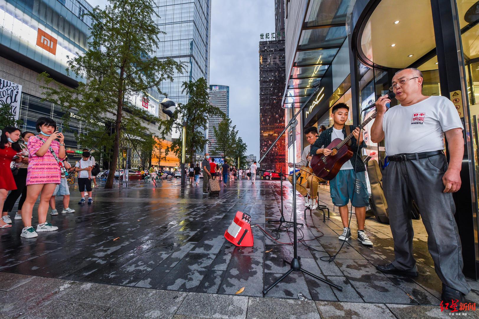 真能吹!蓉城有善口哨者:玩乐队、搞路演,能吹400多首歌!