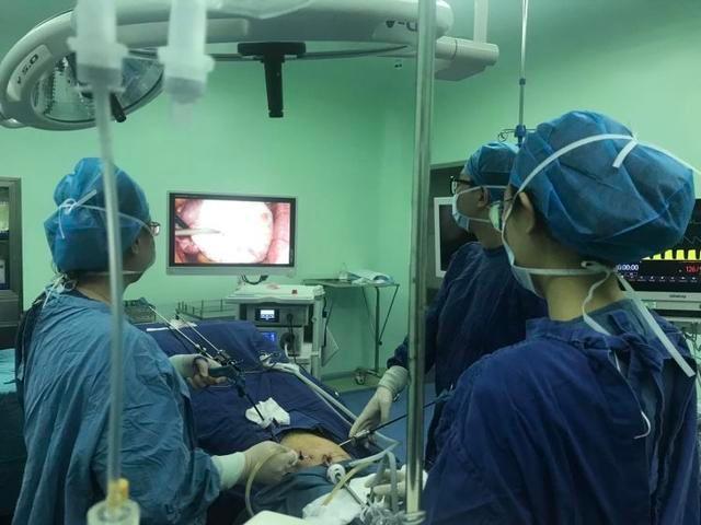 青岛高考生考前突发疾病 医生微创手术助其顺利参考