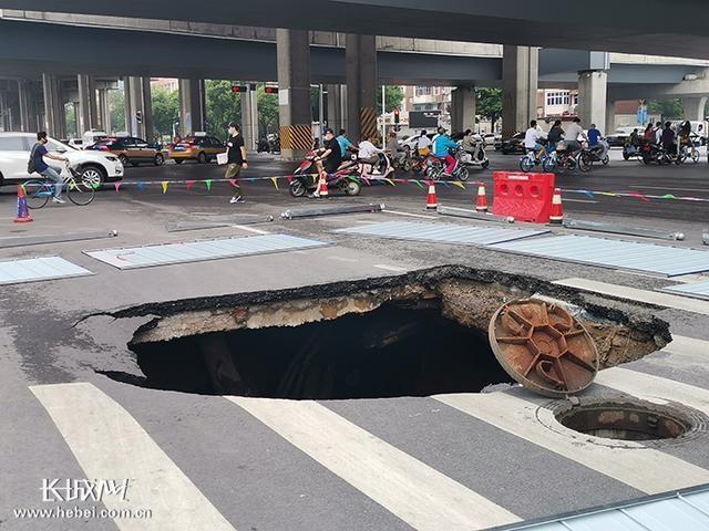 石家庄中华大街和平路交口路面塌陷已修复 6日早上恢复通行