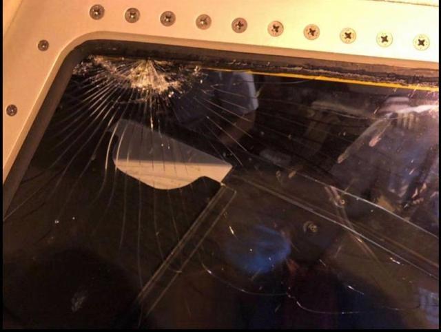 飞昆明波音737客机备降重庆!瑞丽航空:风挡故障跳火,正检修