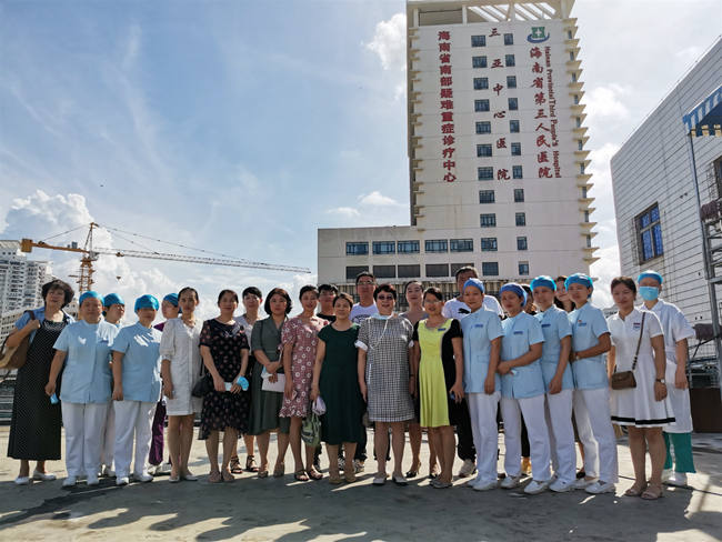 三亚哈尔滨医科大学鸿森医院护理团队到三亚中心医院参观交流