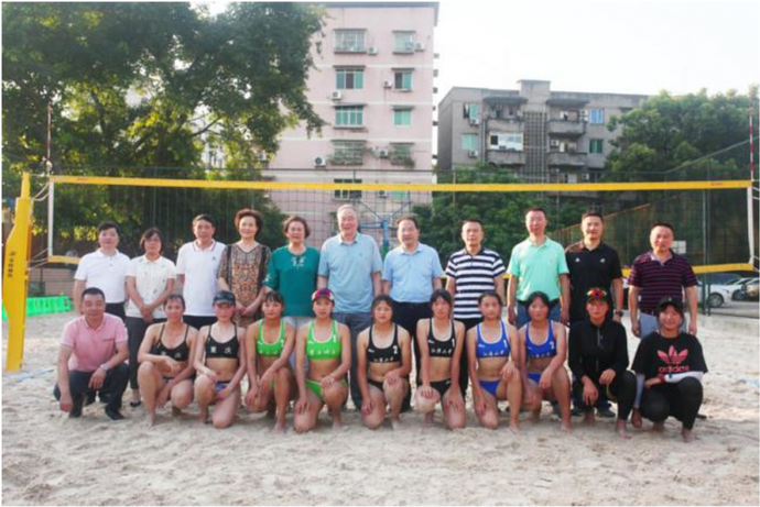 围观 | 江津二中与重庆师范大学举行女子沙滩排球交流赛,获原国家女排主教练邓若曾点赞