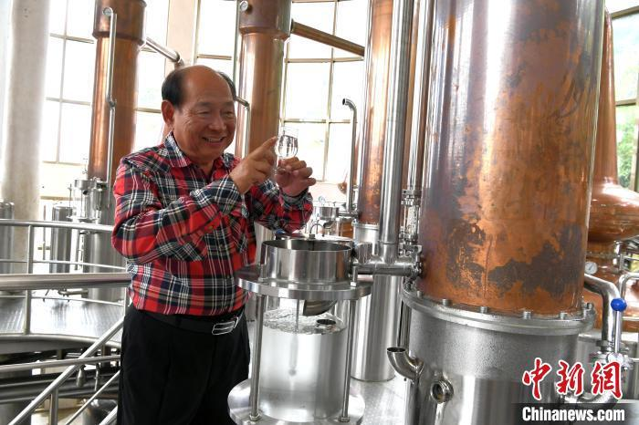 """台商吴松柏:用""""高度""""换""""纬度"""" 打造闽南威士忌小镇"""