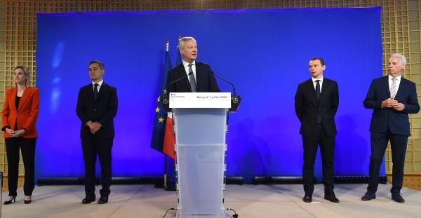 外媒综述:法国新政府危机时刻接过重任