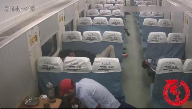 惯偷火车上盗窃被抓 为逃避处罚以头撞墙
