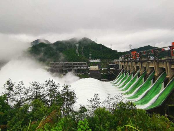 新安江水库建成后首次9孔全开泄洪,半小时流量与西湖水相当
