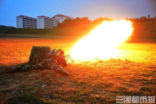 喷火射击,武警湖南总队机动支队标兵班火热比武