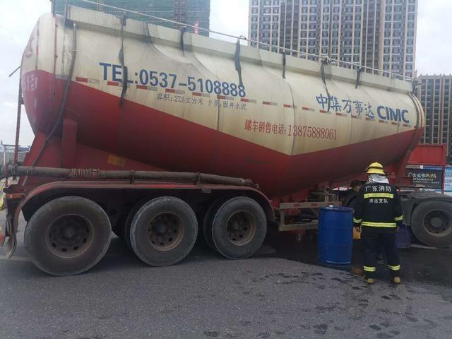 险!槽罐车200升油箱漏油,连州多部门紧急救援