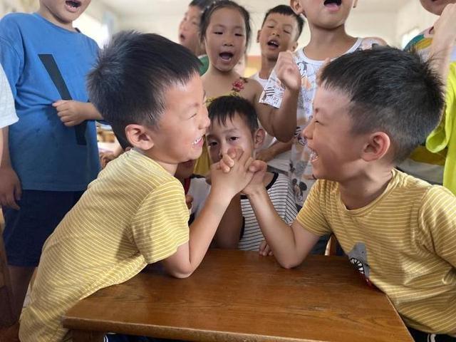 南马中心幼儿园:快乐课间我会玩 传统游戏伴童年