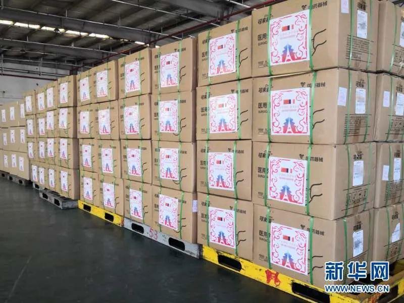 ▲资料图片:这是3月16日在中国上海拍摄的中国当局向法国提供的医疗物资。新华社发