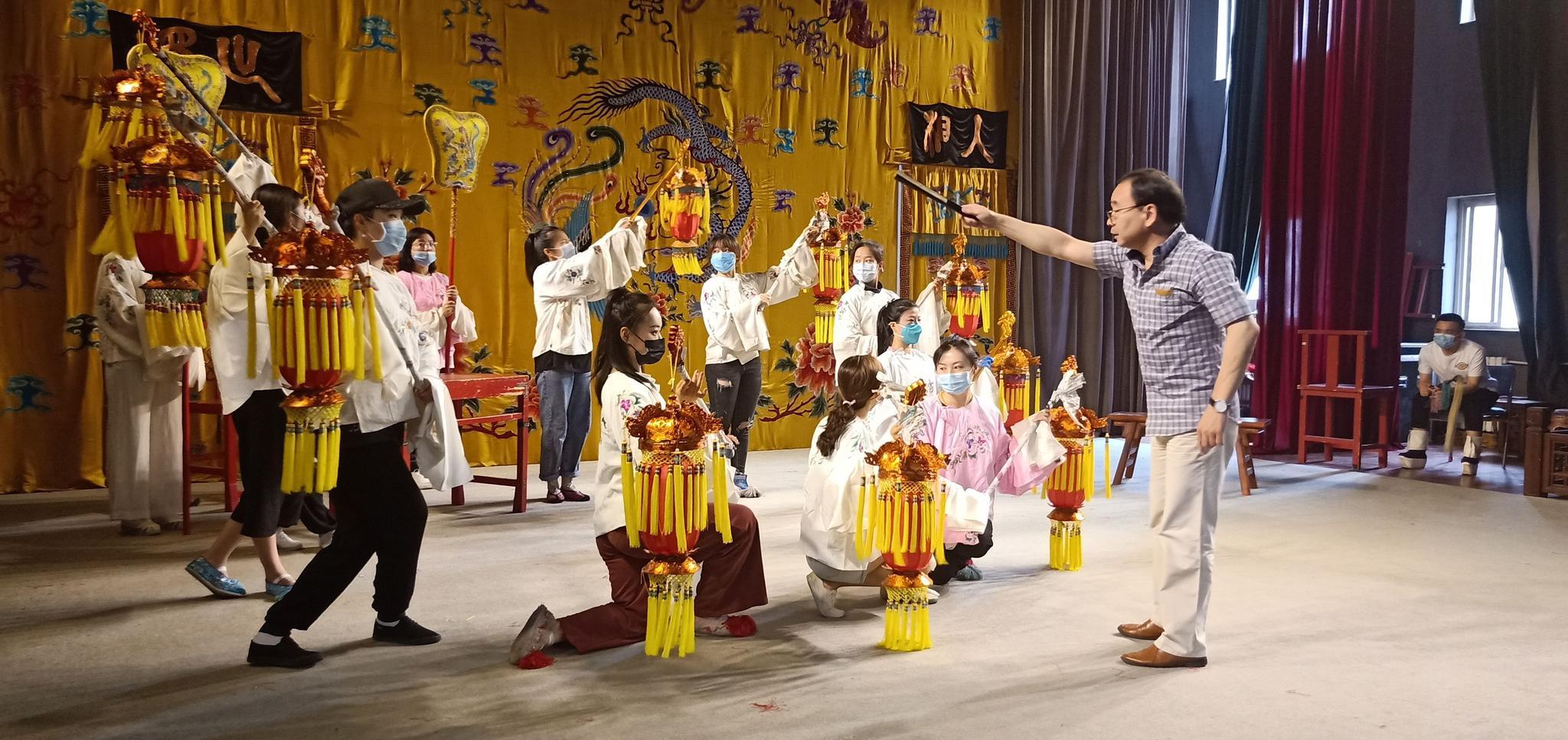 四大美人搭五大丑角,京剧《五丑四美图》为年轻人新编戏图片
