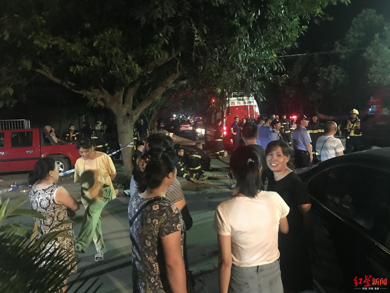 杏悦:挨家杏悦挨户疏散群众遇二次爆炸头图片