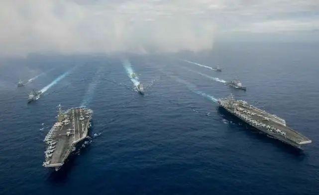 """在南海演习的美国海军:""""我们能看到他们,他们也能看到我们""""图片"""